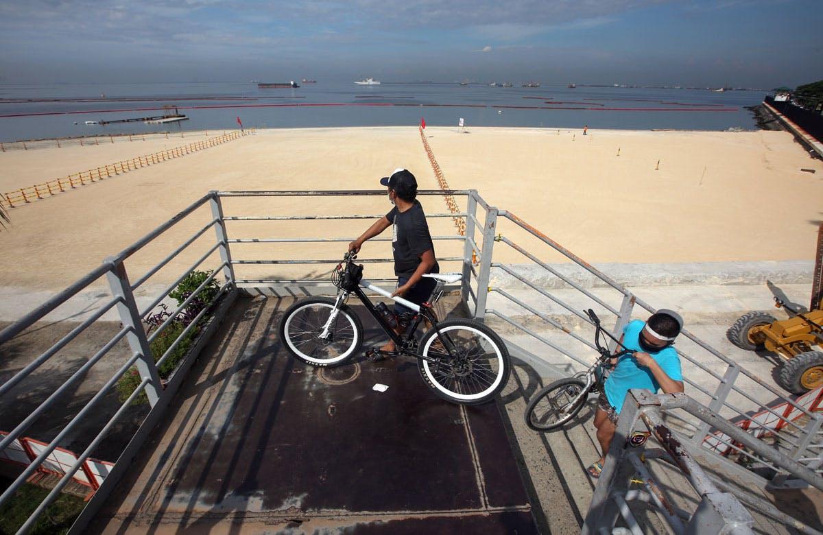 Duterte Praises Manila Bay's 'White Beach' Project; NGO Says It Doesn't Have ECC
