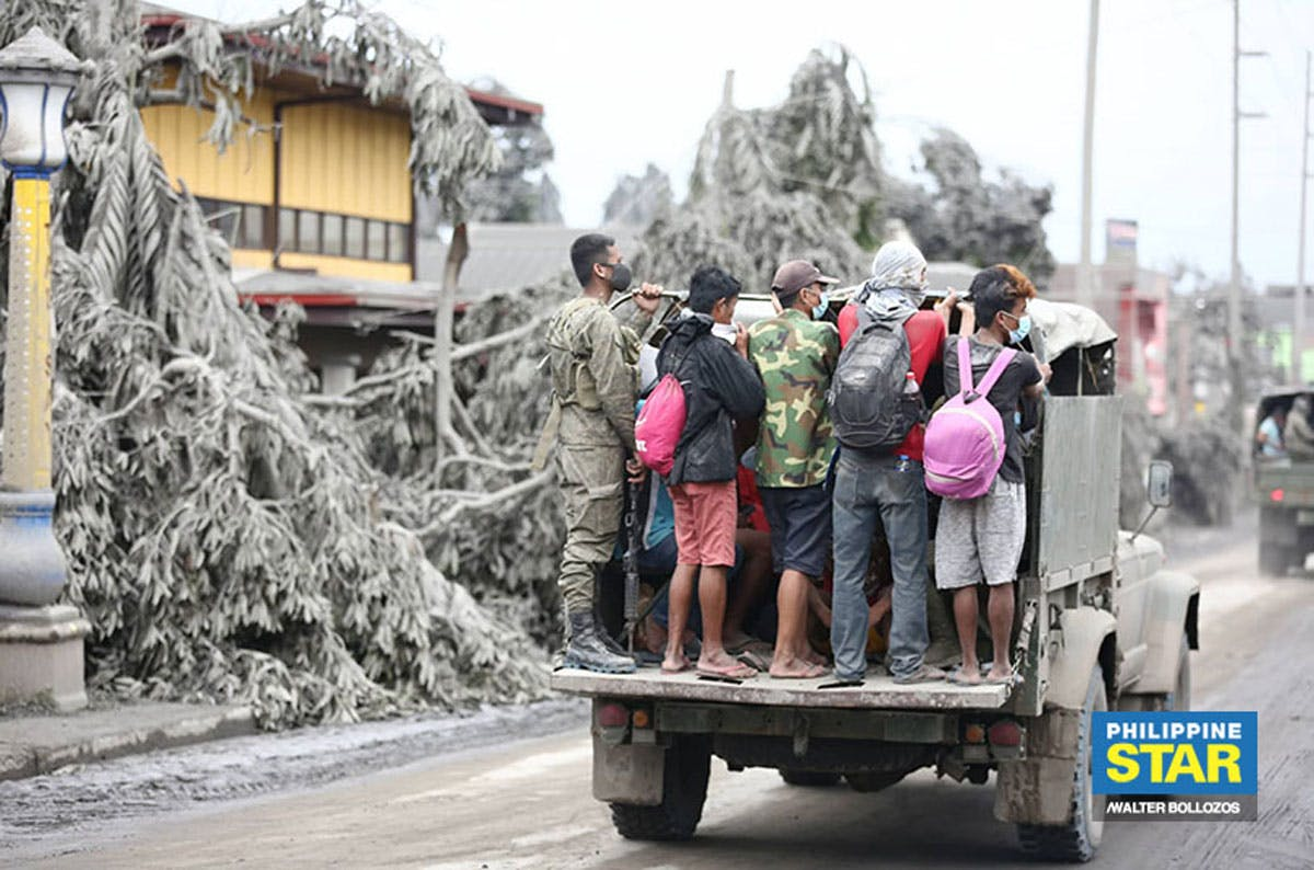 Day 2 IN PHOTOS: Thousands Flee Taal Volcano's Fury