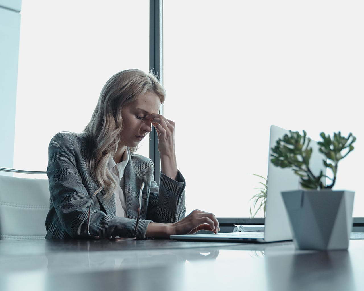 """Avoid The """"Hustle Culture,"""" Because Working 10 To 12 Hours A Day Is Toxic To Your Mental And Physical Health"""