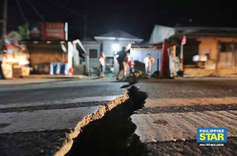 Day 4 IN PHOTOS: Large Cracks After 466 Quakes; Faster Mass Evacuation Pushed Over 'Base Surge'