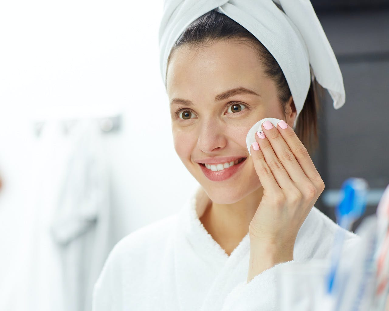 Wipes, Cleansing Oil, Micellar Water: Which Type Of Makeup Remover Should You Use?
