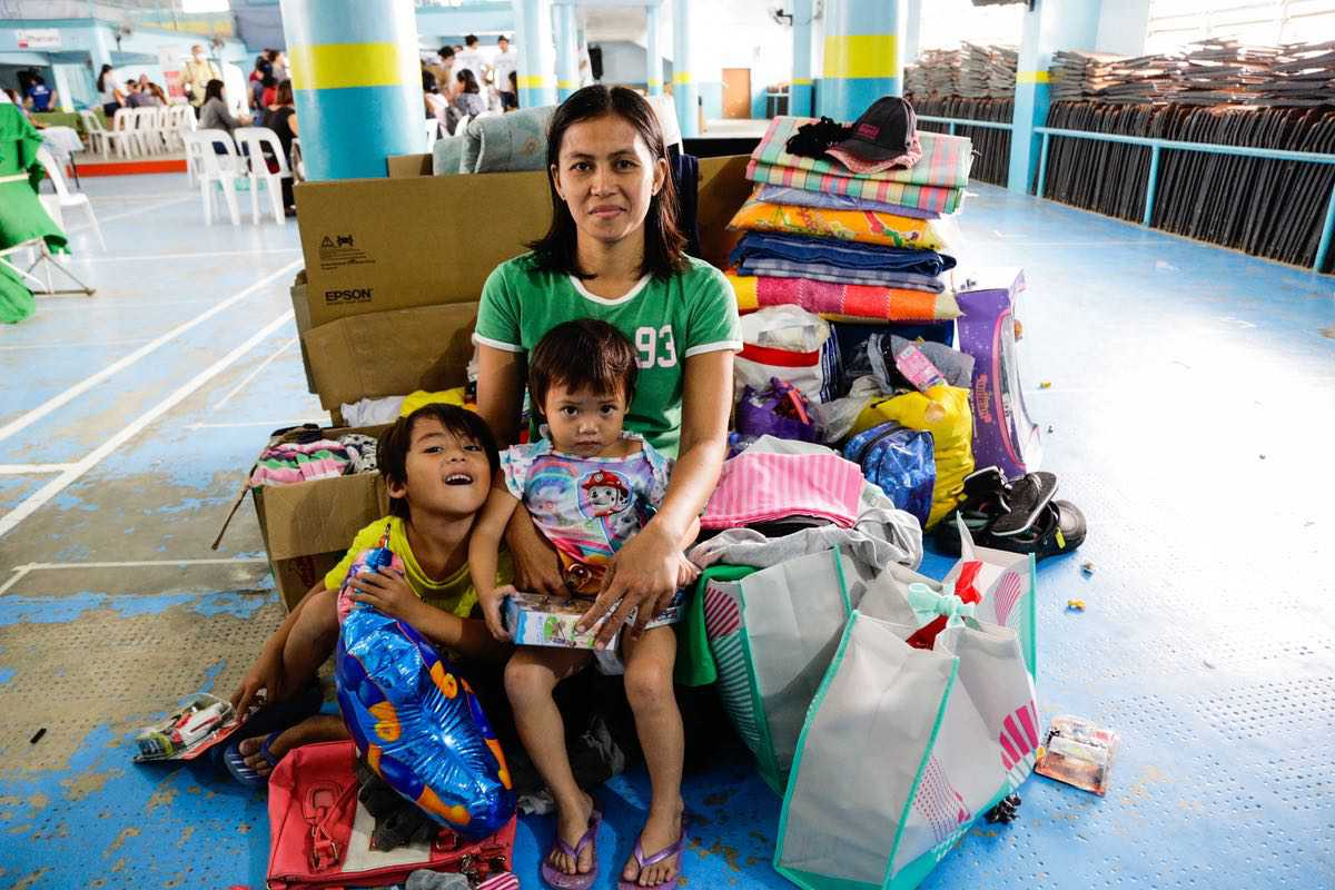 Lisa De Rojas and her kids Cyron James and Faith Audrey were happy with the toy donations given by SM Shoppers through The SM Store.